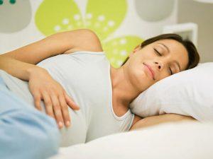 posisi-tidur-ibu-hamil
